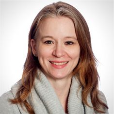 Danielle Lundstrom headshot